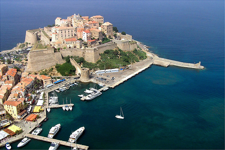 Image of the ferry terminal in Calvi